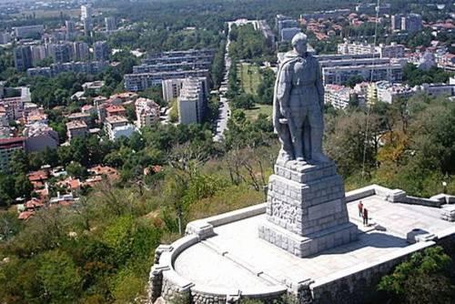 В болгарии 2 памятник алеша в болгарии